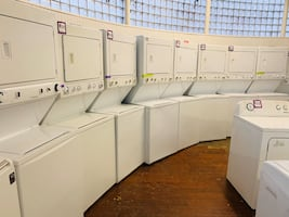 27in. Electric laundry centers in excellent conditions