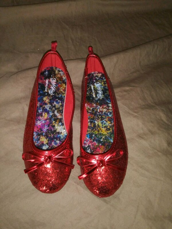 purchase cheap d92de cf3fd Used Little girls red shoes size 1 for sale in Tulsa
