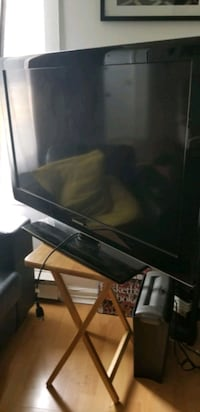 ** Samsung 42' TV ** with controller