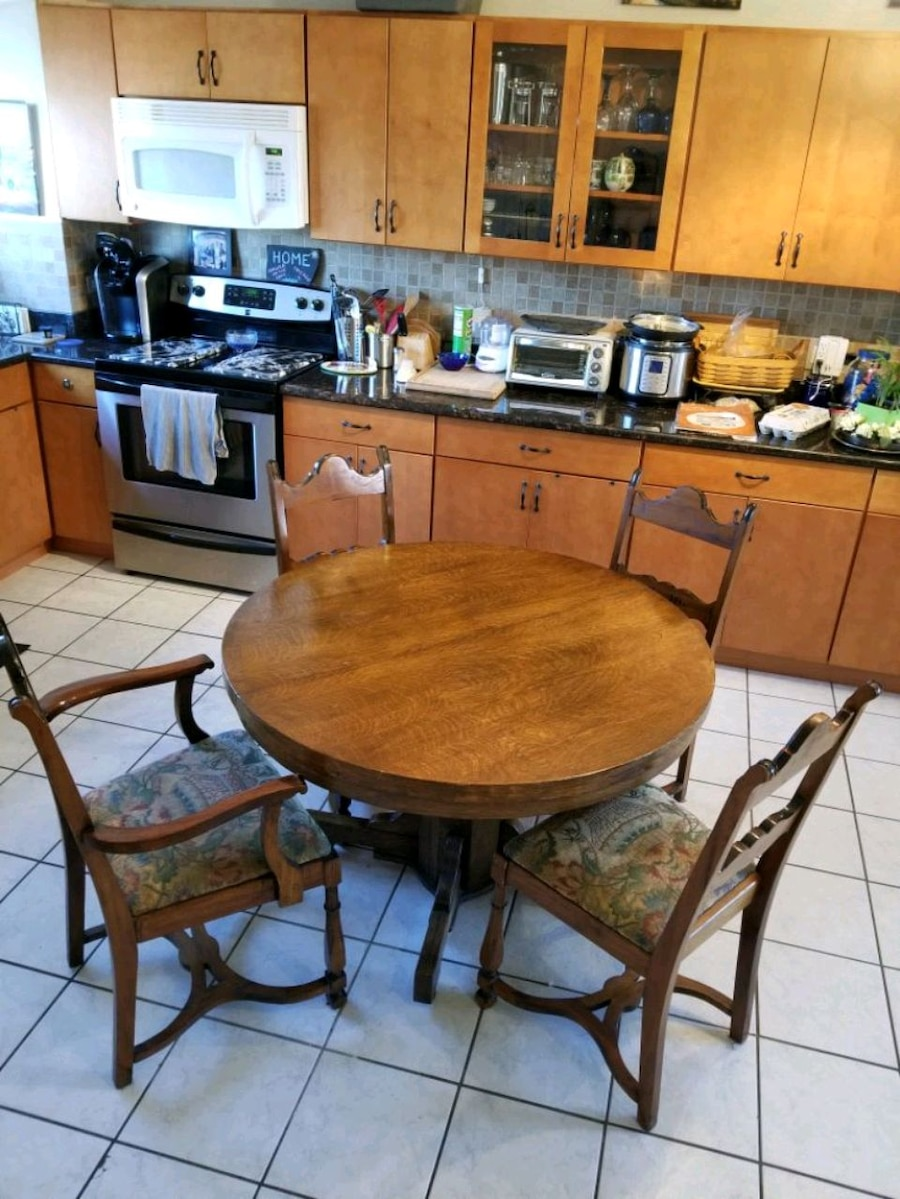 used kitchen or dining table with chairs for sale in chicago letgo rh se letgo com