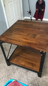 Brown wooden end coffee table Sinton, 78387