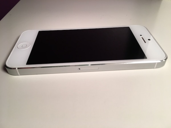 White iPhone 5 *rogers*