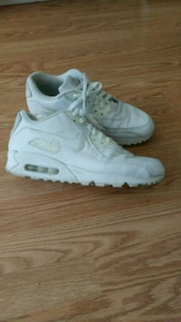 Nike shoes size 10 for men Burnaby, V3N 4A6