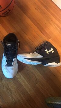 Pair of white-and-black nike basketball shoes Joliet, 60435