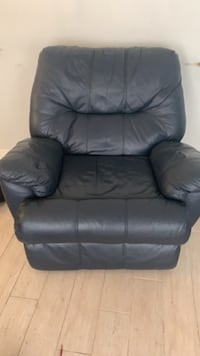 Leather Recliner sofa and recliner love seat for sale!! New Orleans, 70123