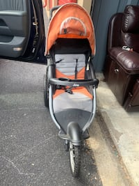 Jeep jogging stroller with speakers  Gaithersburg, 20878