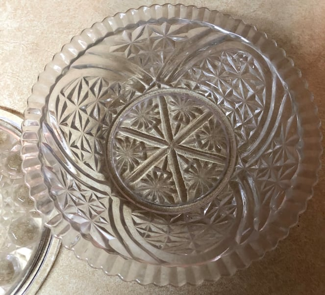 """Glass candy dish with lid 8""""X3"""" ac74297e-dc39-423a-a752-13454f48f90a"""