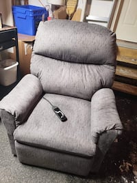 Stand Up and Recliner Chair Ottawa, K2M 2E8