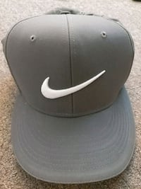 black and white Nike fitted cap Richmond, V7C 2P1