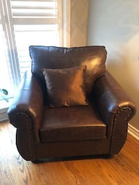 2018 Leather Arm Chair *Mint Condition*