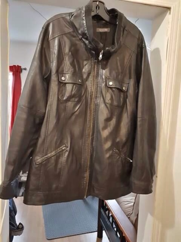 brown leather zip-up jacket 01a60766-2f82-43e8-9058-951273065651