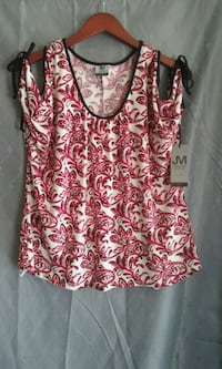 pink and white floral scoop-neck shirt San Jacinto, 92583