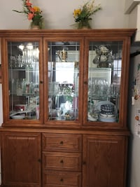 Dining set with buffet hutch