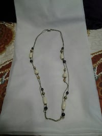 silver-colored white pearl necklace