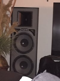 2 speaker and 2 radios serious buyers and pick up only  Bristol, 06010