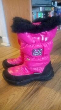 Womens/Youth size 5 Winter Boots Ottawa, K1Z 8H4