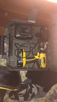 black and yellow DEWALT cordless power drill with case 1962 km