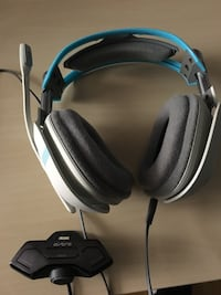 grey and blue corded headset