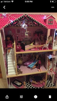 pink and brown wooden dollhouse screenshot Baton Rouge, 70810