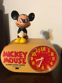 Vintage Walt Disney Mickey Mouse Alarm Clock Radio Dial Very sharp and if you are a collector of Disney or Mickey Mouse, this is a unique item it runs on batteries and also winds up. Everything works perfect and only thing missing is battery compartment c Pembroke Pines, 33026
