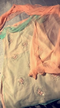 white and pink floral long-sleeved shirt Fairfax, 22032