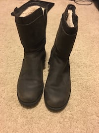 pair of black suede side-zip round-toe mid-calf boots Rome, 30165