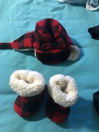 Infant winter hat and booties 3-6/6-9 Calgary, T3K 3K6