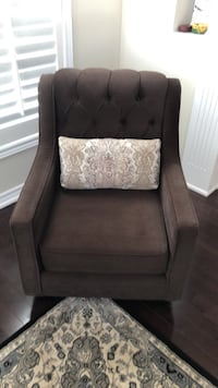 Arm chair, mint condition, please write me if interested . Vaughan, L4H 0Z9
