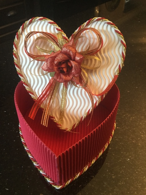 16 Red and White Heart Shaped Gift Boxes Brand New Ideal For Weddings And All Occasions a74fe20c-c4f7-4831-a8a3-f42548211bc3