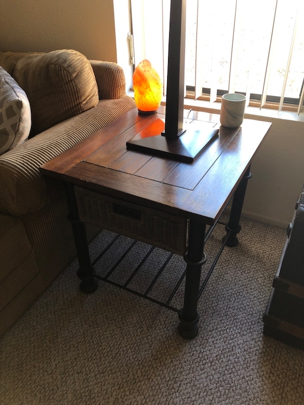 Coffee Table 1550149b-6769-46f5-b030-f3cedc77acf1