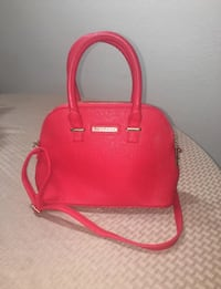 red leather 2-way handbag Cathedral City, 92234