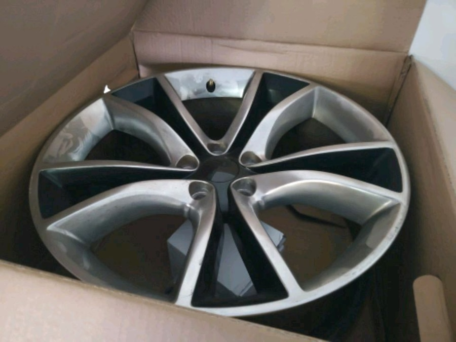 Photo Dodge Charger stock rims off R/T
