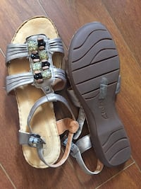Summer sandals Dress & casual sizes 9-10 Orangeville, L9W 4P3