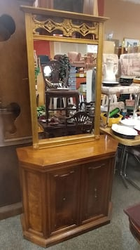 ENTRYWAY TABLE WITH WALL MIRROR  Forest Hill, 21050
