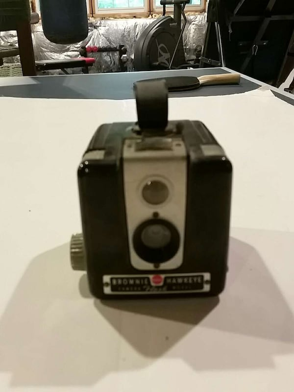 Brownie hawkeye camera vintage good condition 8dd99920-bc83-4002-8832-6d22f7c37673