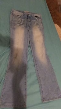 Size 9  lowrise slim boot jeans Spokane Valley, 99206