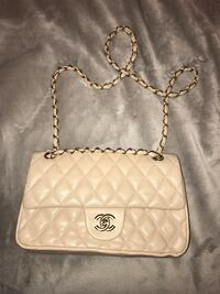quilted white Chanel leather crossbody bag Brampton, L6X 0P6