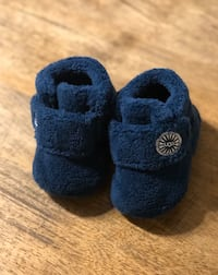Baby Uggs shoes size 0/1 (0-6 months) Toronto, M3A