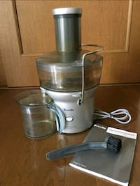 Juicer used . Like new with books Welland, L3C 4N7