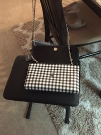 Checkered Guess Purse excellent condition  Surrey, V4A 6E7