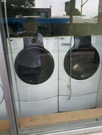 white front-load washer and dryer set Montréal, H1Z 4E8
