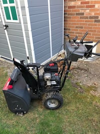 $1300 Briggs & Stratton 27 in. Electric Start Gas Snowblower LIKE NEW