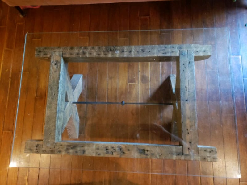Reclaimed lumber and glass coffee table 9990af09-a2b6-4397-aa53-425a08e3cd0c