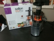 silver and black salton vitapro power juicer with box