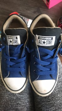 Pair of black-and-blue converse sneakers Palmdale, 93550