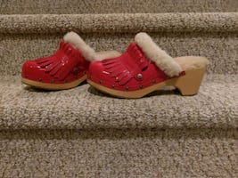 New 10 UGG Patent Leather Clogs (Retail $189)