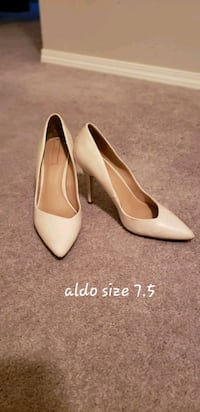 pair of white leather pointed-toe pumps Calgary, T2P 0H5
