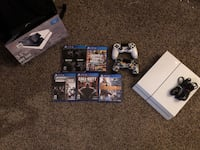 500gb PlayStation 4 with accessories Cleveland, 44109