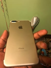 Sprint/boost iPhone 7plus gold perfect condition  38 mi