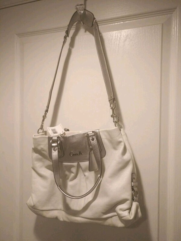 Bnwt coach leather purse